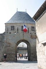 Porte vers le coeur de la cit (philippe.ducloux) Tags: france canon path cit aude carcassonne chemin tourisme languedocroussillon lacit 450d canon450d carcassonnelacit