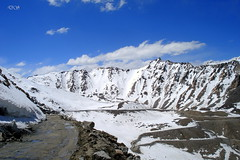 Snow covered Khardungla pass (keedap) Tags: road trip india snow car bike deepak delhi pass deep leh manali gauri ladakh pang rohtang abhay naveen keylong baralacha sarchu upshi tanglangla surinder nakeela lachungla khardugla mygearandmepremium mygearandmebronze dblringexcellence tplringexcellence