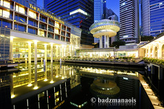 Fullerton Bay Hotel (badzmanaois) Tags: city urban reflection building skyline architecture modern skyscraper marina buildings river asian bay harbor pier singapore asia downtown cityscape waterfront skyscrapers jetty landmark icon reservoir metropolis cbd centralbusinessdistrict cliffordpier fullertonbayhotel gettyimagessingaporeq2
