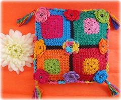Festa, travesseirinho perfumado (Lidia Luz) Tags: square handmade crochet afghan granny sachet croch travesseirinho lidialuz