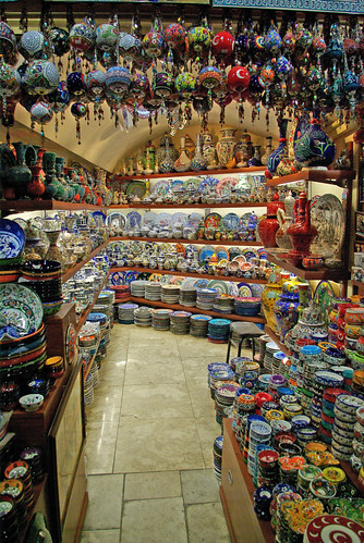 a small gift shop in Grand Bazaar,  Kapalıçarşıda hediyelik eşya mağazası, İstanbul, Pentax K10d