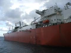 2007_0122hogmanyandtanker0030 (Kellydrever1) Tags: sea water orkney ship lpg scapaflow shiptoship