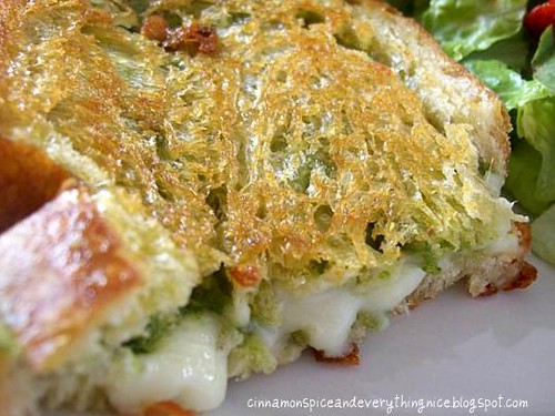 Mozzarella & Pesto Grilled Cheese