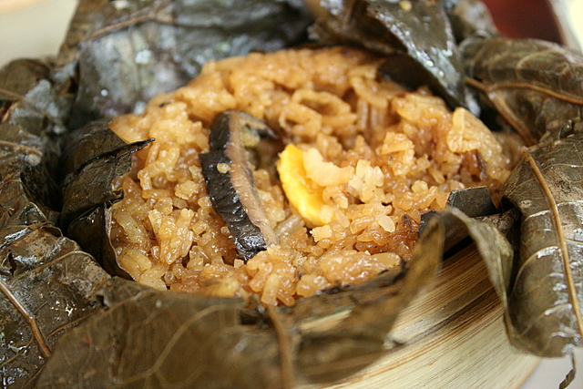Glutinous rice in lotus leaf