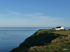 Bailey Lighthouse Cliff (jason_cykwong) Tags: ireland howth dublin