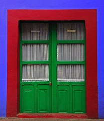In Cornice (sguardojos) Tags: mexico photo amazing doors colours group frida colores fridakahlo porte colori casaazul ciudaddemexico messico puertas the cittdelmessico superaplus aplusphoto platinumheartaward