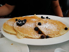 Lemon Ricotta Pancakes w Blueberries