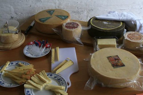ecuador-wine-cheese