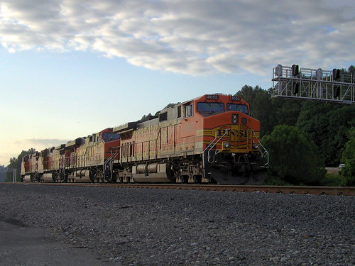 BNSF 4052 in HDR
