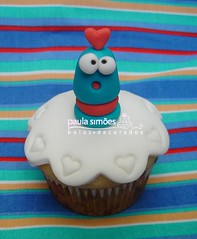 Cupcake monstrengo (The Cake is on the Table) Tags: cupcakes dia dos valentines namorados monstros toyart