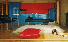 Red and blue kitchen by architect John Fowler (ouno design) Tags: blue red kitchen chair 60s lounge 70s miesvanderrohe beachhouse breuer johnfowler floorpillow insidetodayshome whyarethingssoboringnow