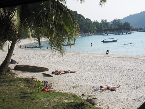 sun-bathing-at-perhentian-02