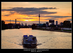 Berlin, Berlin (Hagens_world) Tags: world light sunset summer sky sun sunlight house building berlin sol nature water rio river germany de photography abend photo casa amazing twilight construction arquitectura aqua wasser sonnenuntergang forsale sundown dusk sommer natur group himmel haus natura paisaje cielo verano architektur fernsehturm dämmerung casas landschaft sonne bauwerk strom gebäude hdr nas häuser nass oberbaumbrücke edifice the stockphotography konstruktion bauten hagens flüsse baukunst sonnenlicht luzdelsol architecturebuildings flus bildagentur baustil landscapenature canoneos50d aplusphoto hagensworld hagensworldphotography nutzungshonorar askforcommercialuse
