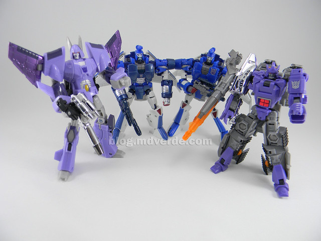 Transformers Scourge United Deluxe - modo robot Sweeps vs Cyclonus vs Galvatron