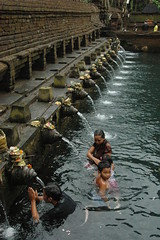 Bathing fountains at Pura Tirta Empul