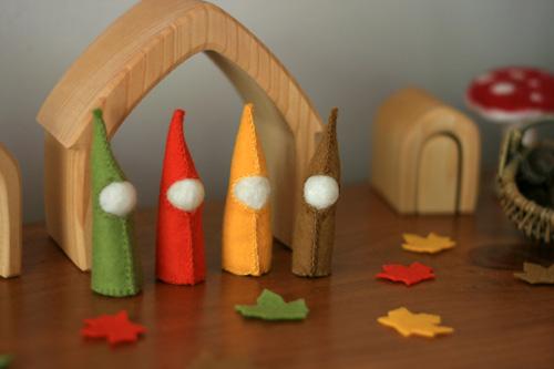 leaves & gnomes