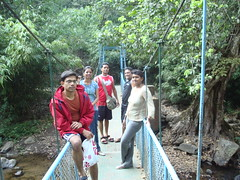 At the Hanging bridge on the way to Iruppu falls (BethelEstate) Tags: brandon norma homestay coorg bethel sheela haseeb sambhav bethelestate 090214