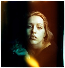 ..... (pixelwelten) Tags: portrait color colour art analog mediumformat kunst hamburg sensual medium format nah analogue emotional delicate intimate mittelformat intim sinnlich nachhaltig pixelwelten rdigerbeckmann wwwpixelweltende beyondvanity jenseitsvoneitelkeit