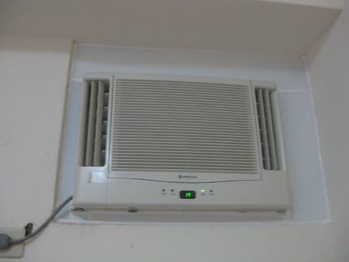 新裝的窗型冷氣