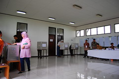 Voting Booth and Collector Box (Ikhlasul Amal) Tags: booth democracy election vote 2009 pemilu batik legislative tps tempatpemungutansuara vooting indonesiaelection2009
