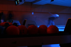 bowling (dieGonouSe) Tags: movimiento bolas bowling
