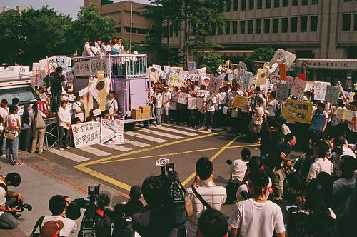 2009.5.31台灣醫學生遊行 - 2009.5.31Protest Against Flawed Doctor License Qualification.
