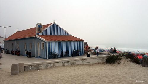 Capela feita em madeira da Praia de Mira, com vista para o Oceano
