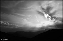Blind sun, Rocca Calascio (Giulio Speranza) Tags: sunset summer sun clouds tramonto nuvole ray estate sole abruzzo raggi nwn roccacalascio