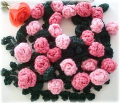 Rosas, cachecol de croch (Lidia Luz) Tags: flower rose scarf handmade crochet flor rosa lariat cordo cachecol croch lidialuz