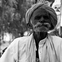 Old man, Jaisalmer. (ndnbrunei) Tags: travel blackandwhite bw india 120 6x6 tlr film rollei mediumformat square kodak bn mf jaisalmer rajasthan xenar rolleicord classicblackwhite analoguephotography autaut rolleigallery ndnbrunei tmy2 kodak400tmy2 50yearoldcamera ilovemyrolleicord