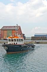 La manoeuvre (jeanmichelchuiche) Tags: mer france port hangar bateaux cargo aude liebherr portlanouvelle gribi normedbremen