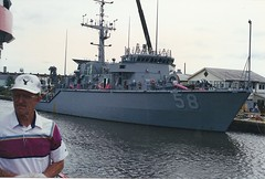Savannah 1995 - US Navy minesweeper (RNRobert) Tags: film 35mm georgia waterfront navy savannah blackhawk minesweeper minehunter mhc58