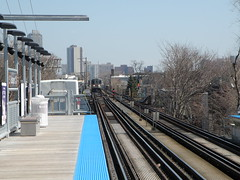 Southport Brown Line Station (saumacus) Tags: train cta loop l theloop southport lincolnpark brownline elevatedtrain thel chicagotransitauthority chicagol geo:country=usa geo:city=chicago geo:state=illinois chicagoelevatedtrain southportstation exif:make=olympuscorporation southportbrownlinestation ctabrownlinesouthport camera:make=olympuscorporation exif:model=olympussp565uz camera:model=olympussp565uz