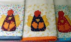 Cocs... (..De Mos Dadas..) Tags: galinha fabric tecido aplicao panosdeprato