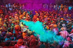 Streak of Green ( Poras Chaudhary) Tags: blue red india green public colors festival colorful crowd gathering holi 2470mm nikond3