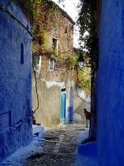 deep blue (tartessus) Tags: africa street old mountains azul dark calle northafrica vieja deep atlas chaouen chefchaouen montañas oscuro magreb adoquin magrib bluee empedrada nortedeafrica mauritaniacaesariensis