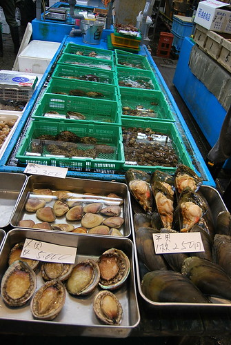 Moluscos gigantes en Tsukiji