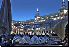 TODO PREPARADO, DOMINGO EN LA PLAZA MAYOR DE MADRID (SPAIN) (ABUELA PINOCHO ) Tags: madrid espaa spain dof desenfoque plazamayor copas ltytr1 serviciodemesa flickrelite superlativas artofimages