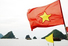 Flag (Melinda ^..^) Tags: red sea water flag vietnam mel melinda saigon halongbay   chanmelmel