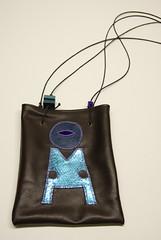 borsa con ricamo in pelle. 20 x 25 cm, con dettagli in pelle e legno. cod. b09028 (Re Cubo) Tags: borsa accessori ricamo recubo