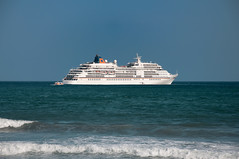 xlman-20090529-023-5 (xlman.es) Tags: naturaleza barco exterior playa paisaje dia 2009 marbella trasatlantico