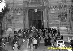 Napoli (NA), Maggio 1972, processione di San Gennaro. (Fiore S. Barbato) Tags: italy san campania napoli duomo statua sangennaro gennaro vicoli processione
