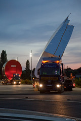 MSN044 (BlackBear_31) Tags: plane canon transport camion a380 msn nuit convoy avion remorque convoi 24105mmf4lisusm 5dmkii msn044