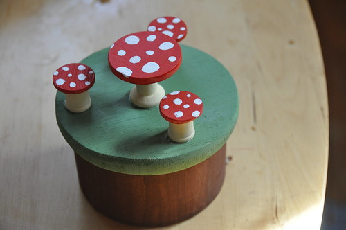 Fairy box with mushroom chairs and table