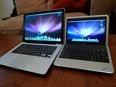 macbook and dell mini 9 side by side