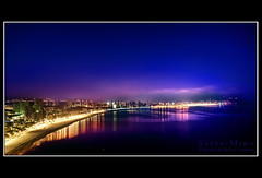 Benidorm - La nuit (Salva Mira) Tags: longexposure sea night reflections lights luces noche mar nightshot nocturna reflexos nit benidorm reflejos llums iluminación largaexposición abigfave llargaexposició salvamira il·liuminació