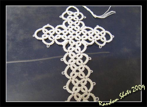 Tatting of a cross