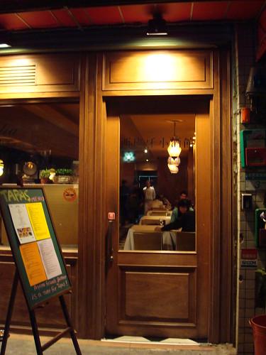小酒館的門