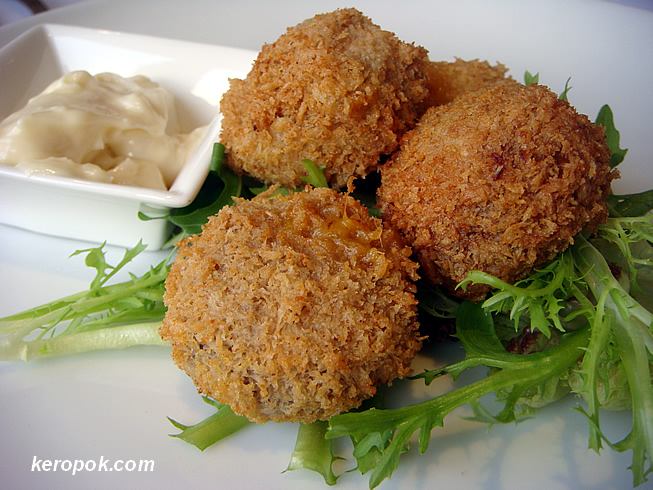 Breaded Mushrooms with Cheese and Garlic Mayo