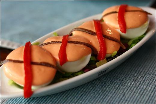 huevos-cocidos-con-anchoas